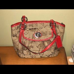 Cute vintage Coach purse 🍒